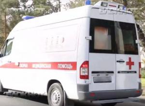 Из-за тройного ДТП 58-летняя женщина находится в больнице Волгограда