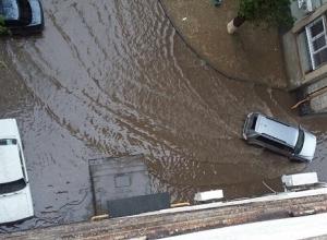 В Волгограде чиновники посоветовали людям самим прочистить ливневую канализацию