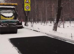 Из-за снегопада дорожники Волгограда остановили укладку асфальта
