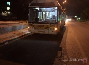 40-летняя женщина попала в больницу после поездки в автобусе «Питеравто» по Волгограду
