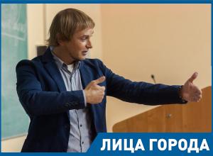 Ни один волгоградец пока не преодолел влияние окружения, – Андрей Макаров