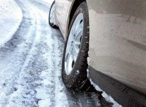 Смертельно опасными называют водители обледеневшие трассы Волгоградской области
