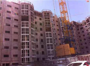 Рабочий рухнул с высоты на стройплощадке ЖК «Ежевика»