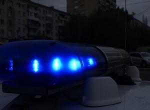 Груженый КамАЗ вылетел с дороги на шоссе Авиаторов в Волгограде