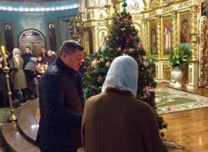 Губернатор Андрей Бочаров помолился с волгоградцами на рождественской службе