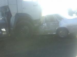 КамАЗ раздавил ВАЗ-2115 на трассе Волгоград-Сызрань: двое в больнице