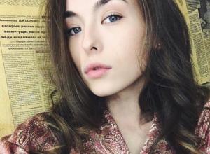 Сексуальная звезда «Универа» Анастасия Иванова предстала перед поклонниками в соблазнительном халатике