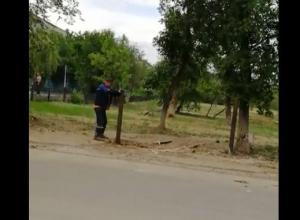 Вместо новой трубы волгоградские «Концессии» спилили и использовали уличный столб