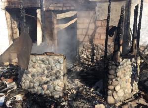 Волгоградская общественница получила ожоги в пожаре, уничтожившем ее дом