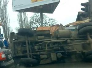 В Волгограде перевернулась ассенизаторская машина