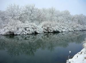 Мужчина повис на мосту вниз головой и замерз насмерть в Волгоградской области