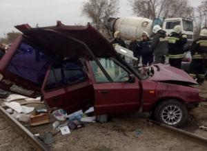 Škoda и «двенадцатую» отбросило на трамвайные пути в результате столкновения в Волжском: есть пострадавшие