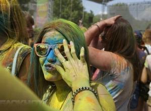Тысячи волгоградцев обольют себя тонной краски