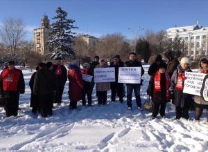 Волгоградцы вышли на митинг против аутсорсинга с лозунгом «Лжедепутаты сдайте мандаты»
