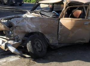 Иномарка пролетела на «красный» и протаранила «Москвич» в центре Волгограда