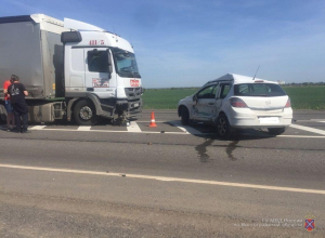 Opel протаранил фуру Mercedes на трассе в Волгоградской области: 1 погиб