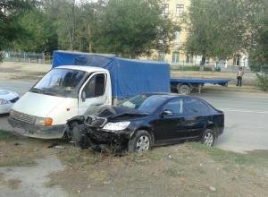 В Волгограде водитель «Газели» протаранил Skoda и сбежал с места ДТП