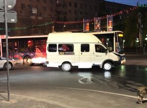 Шаттл протаранил маршрутку №160 в центре Волгограда