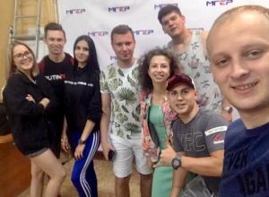 Член политсовета волгоградской «Единой России» взял жену на патриотический автопробег в Крым