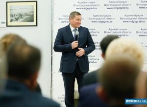 Губернатор Андрей Бочаров бесплатно раздал чиновникам 120 автомобилей