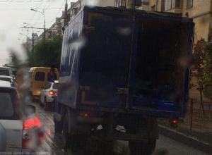Из-за видео волгоградца за небрежное отношение к посылкам «Почта России» наказала водителя