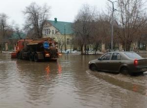 После внимания журналистов к «морю» на юге Волгограда за него взялись коммунальщики