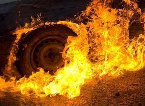 Renault Duster сгорел при загадочных обстоятельствах на юге Волгограда