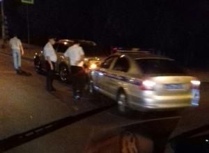 Девушка на Infiniti протаранила автомобиль ДПС на юге Волгограда