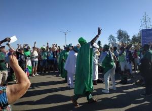 Нигерийские болельщики устроили ритуальные танцы у входа на стадион «Волгоград Арена»