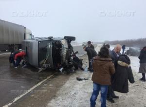 Сотрудники МЧС освободили водителя из сплющенной в «гармошку» ВАЗ-2110 под Волгоградом