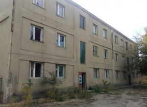 Бомжи оккупировали волгоградское общежитие и пугают местных жителей