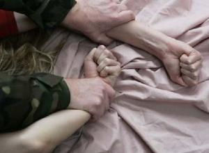 Нетерпеливый поклонник изнасиловал двумя видами секса жительницу Волгоградской области