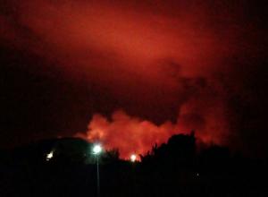 Ночной ландшафтный пожар попал на видео под Волгоградом