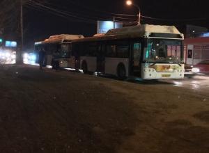 Автобус №20 врезался в своего «коллегу» на севере Волгограда