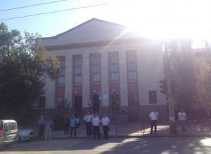 Колледж в Волгограде эвакуировали из-за подозрительной сумки