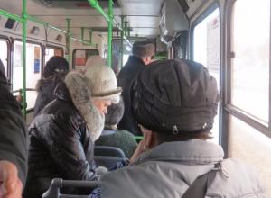 Массовые падения в автобусах: волгоградцы с травмами обращаются в больницы