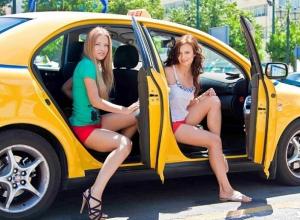 Волгоградские таксисты стали жертвами двух молодых красоток