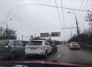 Полиция попросила волгоградских водителей уделить особое внимание дистанции и пешеходам