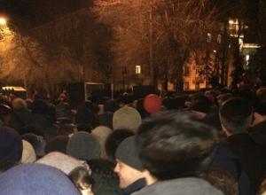 Тысячи зрителей устроили давку у музея-панорамы «Сталинградская битва», чтобы увидеть салют и видеоинсталляцию
