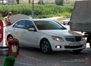 В Волгограде задержан мужчина, бесплатно заправлявший свой Mercedes