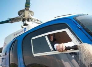 Священники с вертолета призвали высшие силы на помощь властям Урюпинска