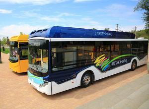 Электрический автобус проехал по улицам Волгограда