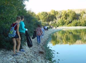 Школьники Камышина убрали мусор в парке Щербаковский
