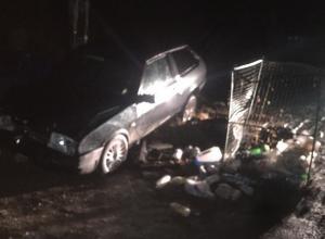 «Восьмерка» влетела в свалку мусора на юге Волгограда
