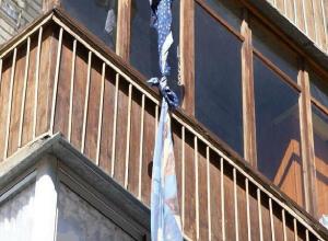 При попытке штурмовать общежитие через окно погиб житель Волгограда