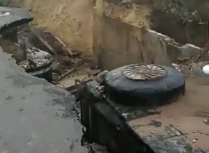 Новую дорогу к ЖК «Комарово» уничтожил сильный ливень в Волгограде