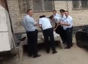 Сотрудники сами отказались есть в столовой, - МВД по Волгоградской области о видео с жуткой кормежкой сотрудников