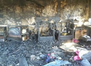 Чиновники отказали в помощи многодетной семье, оставшейся без дома после пожара в Волгоградской области