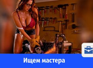 Нужен человек, умеющий обращаться с болгаркой