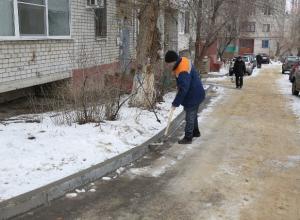 400 тысяч рублей заплатили управкомпании за плохую уборку снега и наледи во дворах Волгограда
